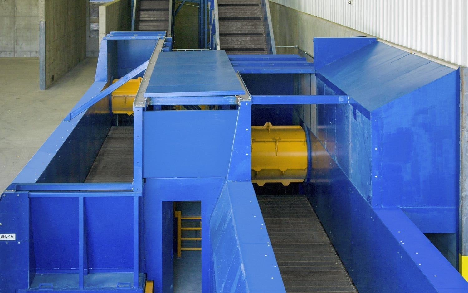 Leveling devices for recycling facility : Drum feeder