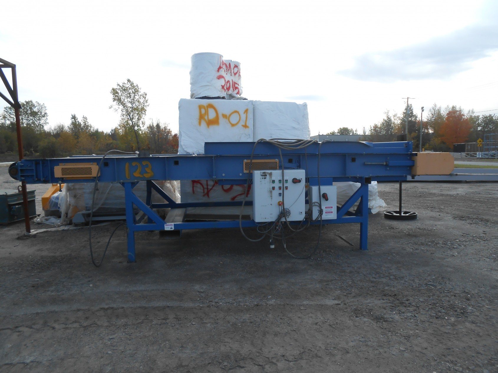 Used speed belt conveyor (CSO-034L) to sale front view